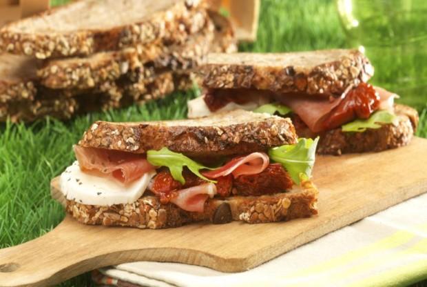 sandwich-tomates-sechees-et-jambon-cru-780x524